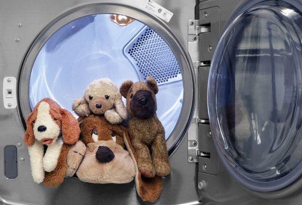 выстиранные игрушки в машинке