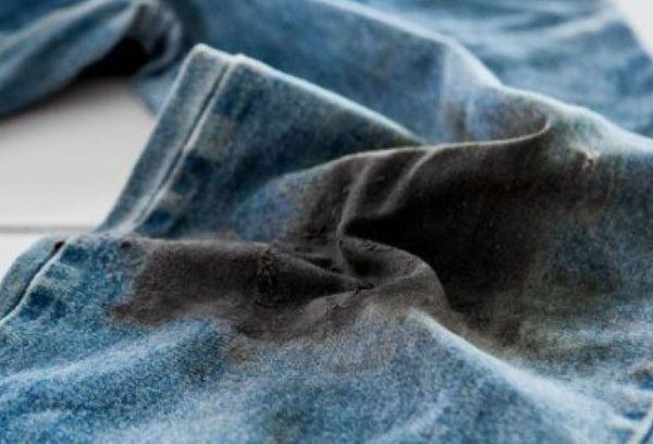 Машинное масло на джинсах
