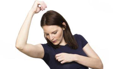 Как отстирать пятна от дезодоранта подмышками и не испортить вещь