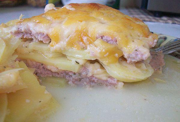Нежное сочное блюдо с мясным фаршем и картошкой