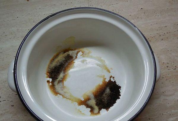 Эмалированная посуда пригоревшая