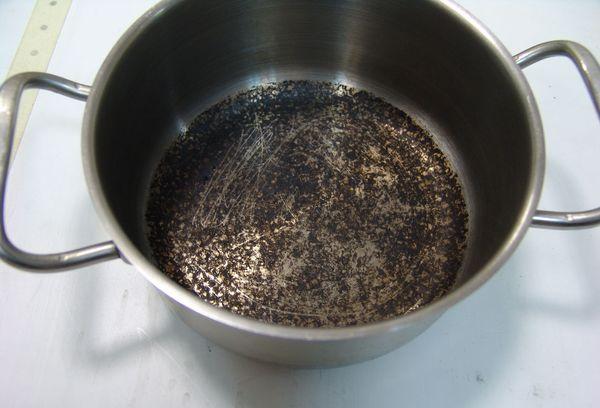 Пригоревшая кастрюля
