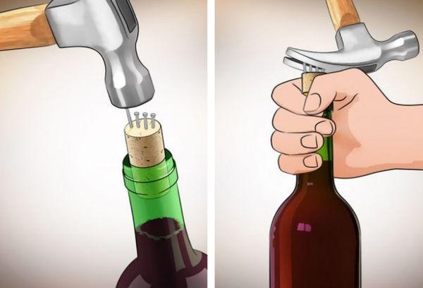 Открытие вина с помощью гвоздей