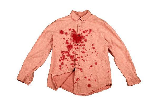 Рубашка в пятнах от граната