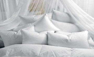 Как правильно постирать перьевую подушку: способы и советы