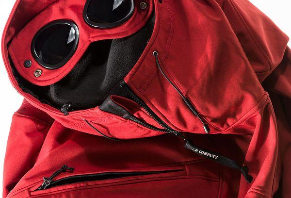 красная мембранная куртка
