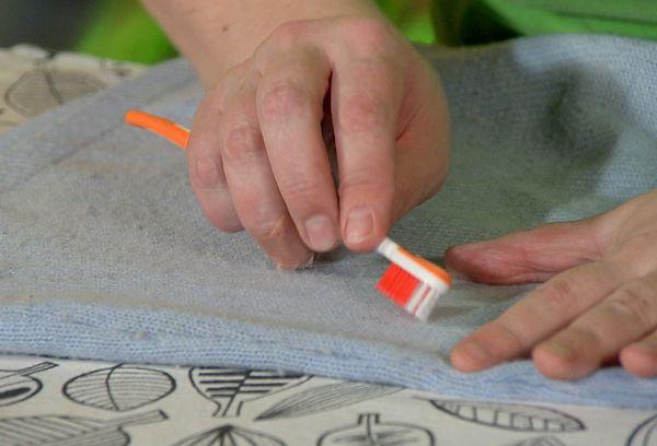 Зубная щетка для устранения катышков