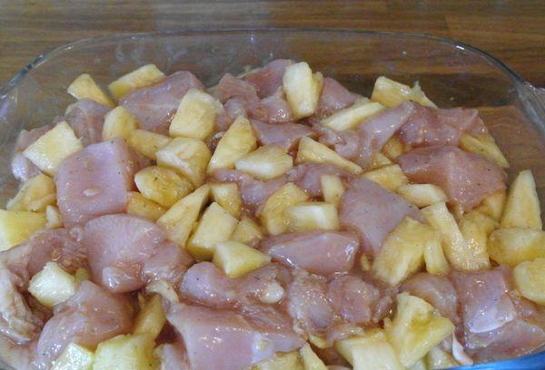 Куриное мясо с ананасом