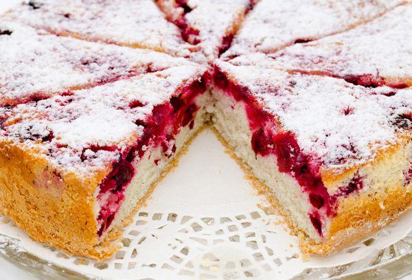 Десерт с замороженными ягодами