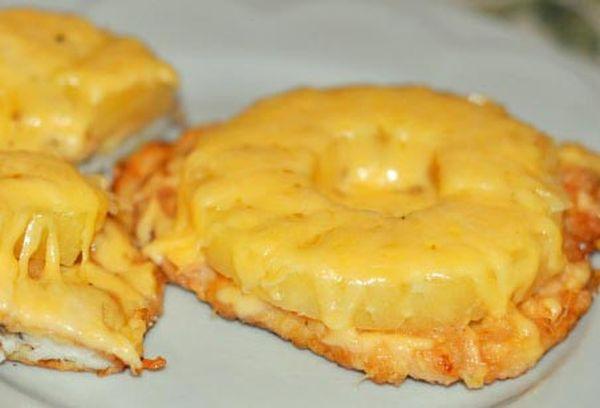 Филе с ананасами и сыром