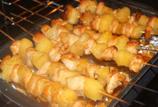 Курино-ананасовый шашлычок