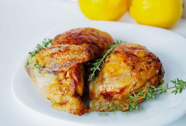 Жаренное куриное мясо с лимоном