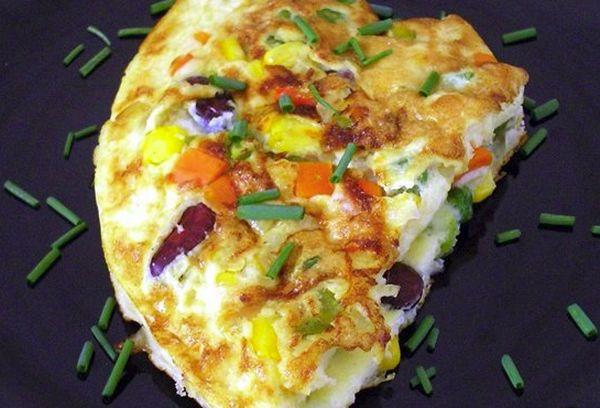Омлет с мексиканской овощной смесью