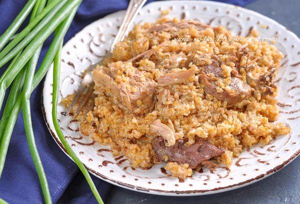 Каша из пшеничной крупы с мясом