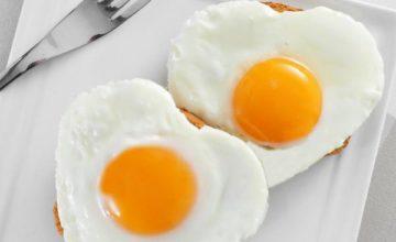 Как приготовить яичницу в микроволновке: интересные способы