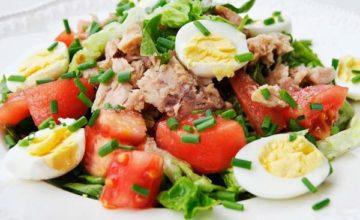Как приготовить салат с тунцом и помидорами