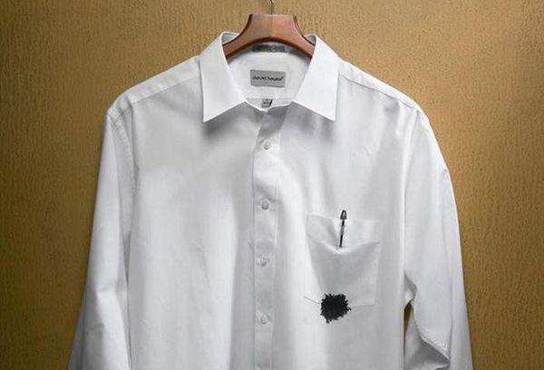 Чернильное пятно на белой рубашке