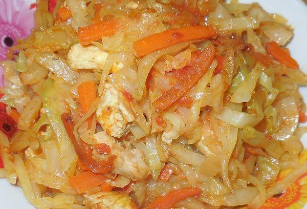Капуста с овощами и мясом