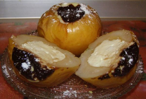 Яблоки с начинкой и шоколадом