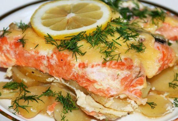 Красная рыба запеченная с картошкой