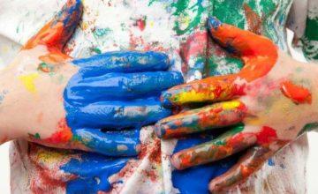 Как в домашних условиях убрать краску с разных видов с одежды