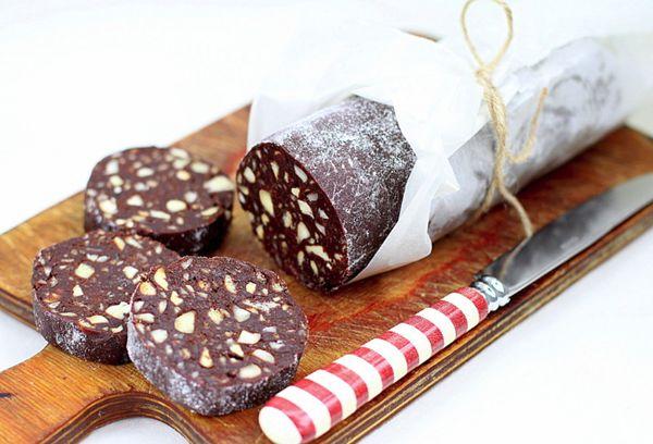 Шоколадная колбаска из печенья: классический рецепт из детства