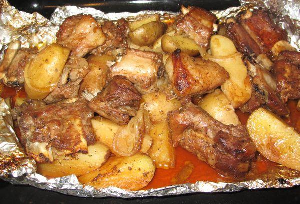 Свиные ребрышки с картофелем в фольге