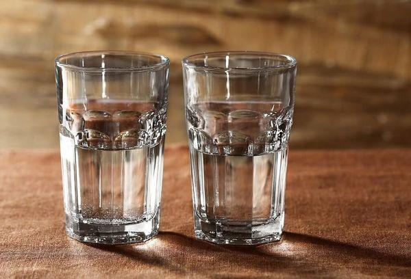 Два стакана с водой