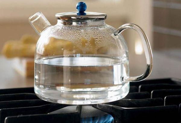 Кипячение воды в стеклянном чайнике