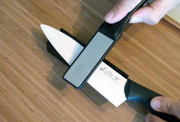 Нож с точилкой