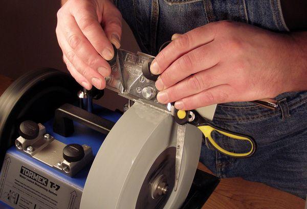 Заточка ножниц на специнструменте