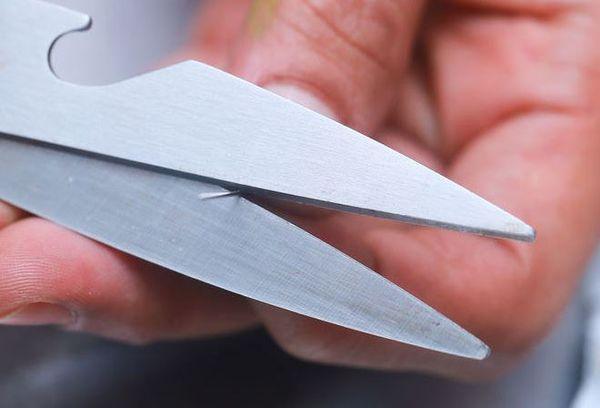 Заточка ножниц на иголке