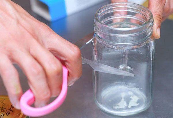 Заточка ножниц на стеклянной банке