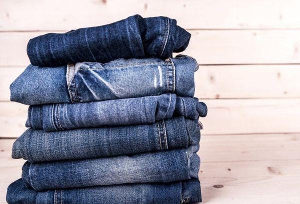 Сложенные джинсы