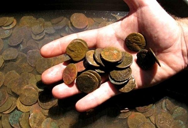 Медные ржавые монеты