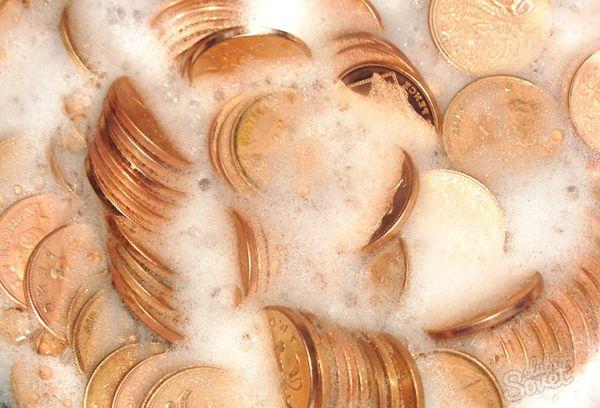 Монеты в мыльно растворе