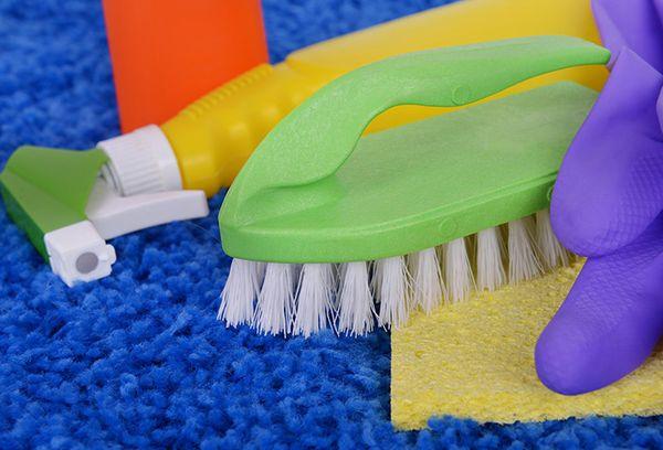 Как почистить ковёр в домашних условиях: сода, уксус, мыло и другие средства