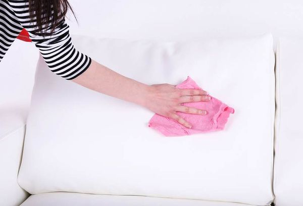 Чистка мягкого дивана