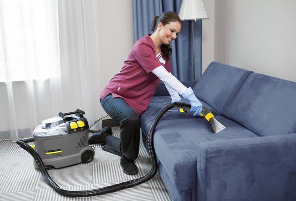 Чистка дивана моющим пылесосом