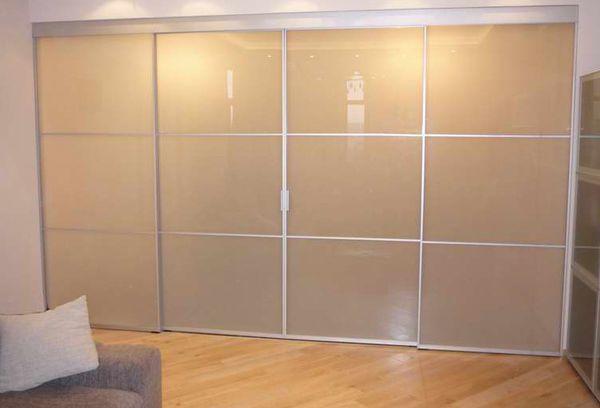 Шкаф с матовыми окнами