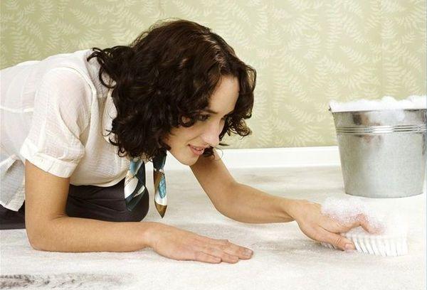 Способы как можно почистить ковровое покрытие (ковролин) в домашних условиях