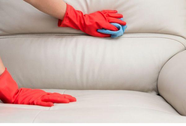 Чистка белого дивана из кожи