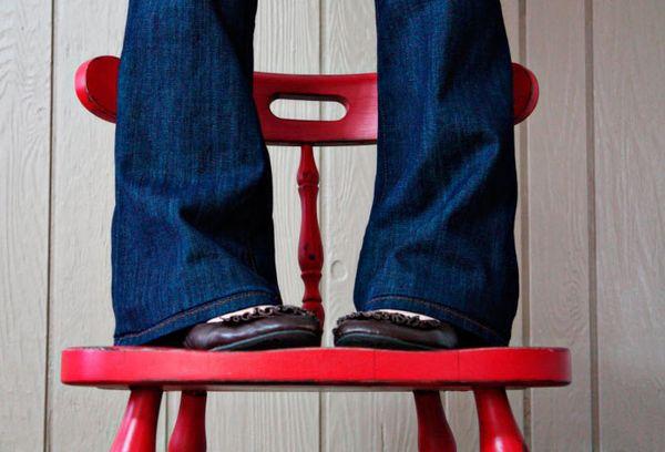 Подшитые брюки без обрезки с сохранением фабричного шва