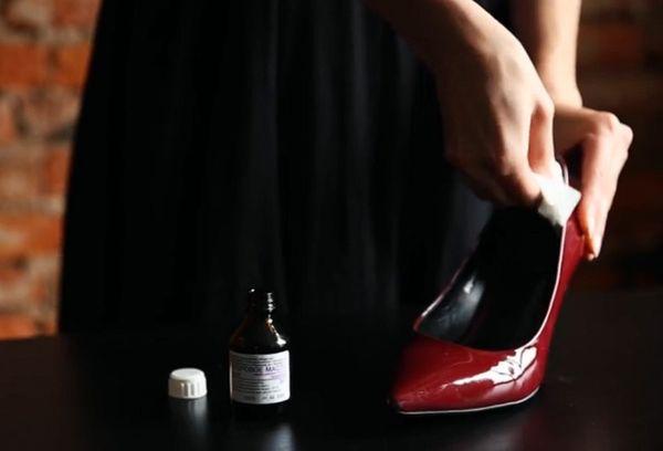 Растягивание туфлей спиртом