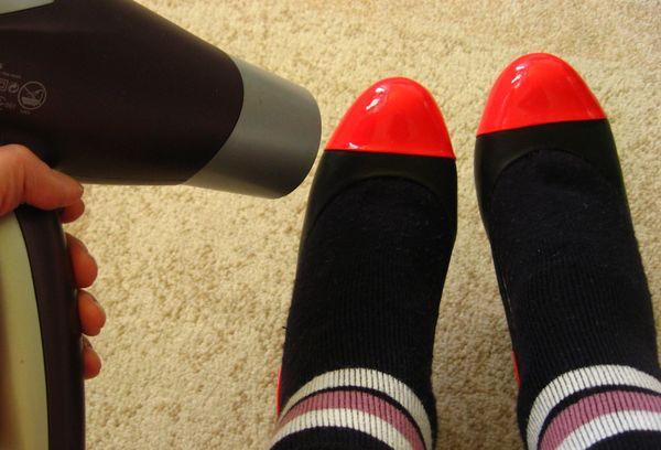 Растягивание туфлей феном