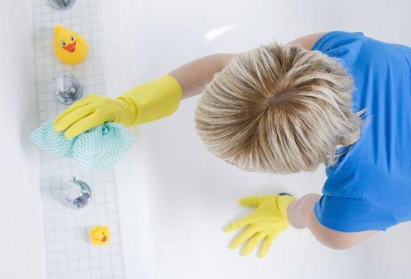 Чистка ванной от накипи