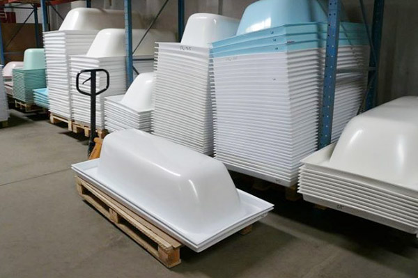 Акриловые ванны на складе