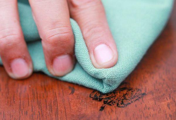 чистка деревянной поверхности