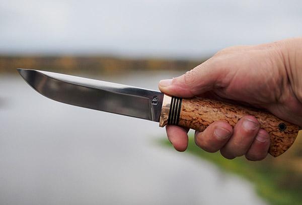 Нож со стальным клинком