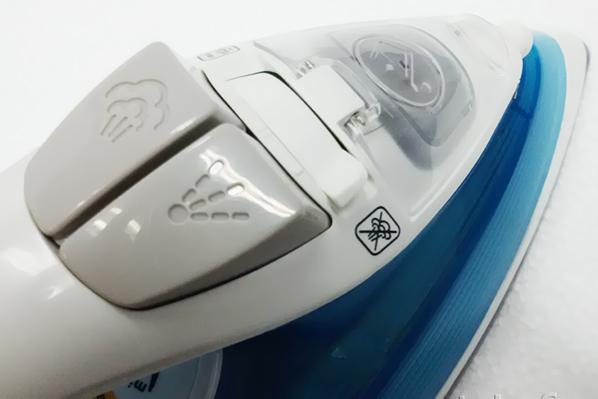 Кнопки подачи воды и пара на утюге